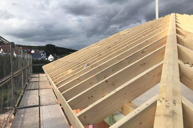 Dachstuhl Holz Spitzdach