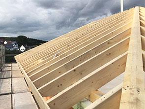 Holzarbeiten Dachstuhl Holz Dachdecker